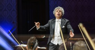Semyon Bychkov & Czech Philharmonic launch annual series commemorating the Velvet Revolution